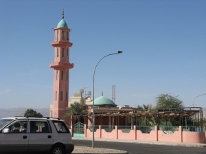 A pastel colored mosque displays the coastal vibe of Aqaba