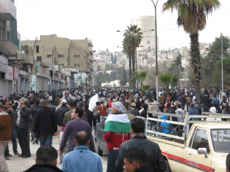 Protestors peacefully march from Al-Husseini Mosque towards the Amman Municipality building on Fri Jan 09 2009