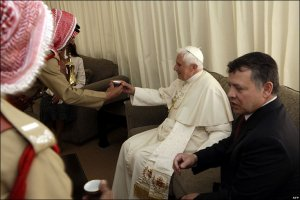 King Abdullah, Queen Rania, and Pope Benedict served coffee at airport reception on Friday.  (BBC News Photo)